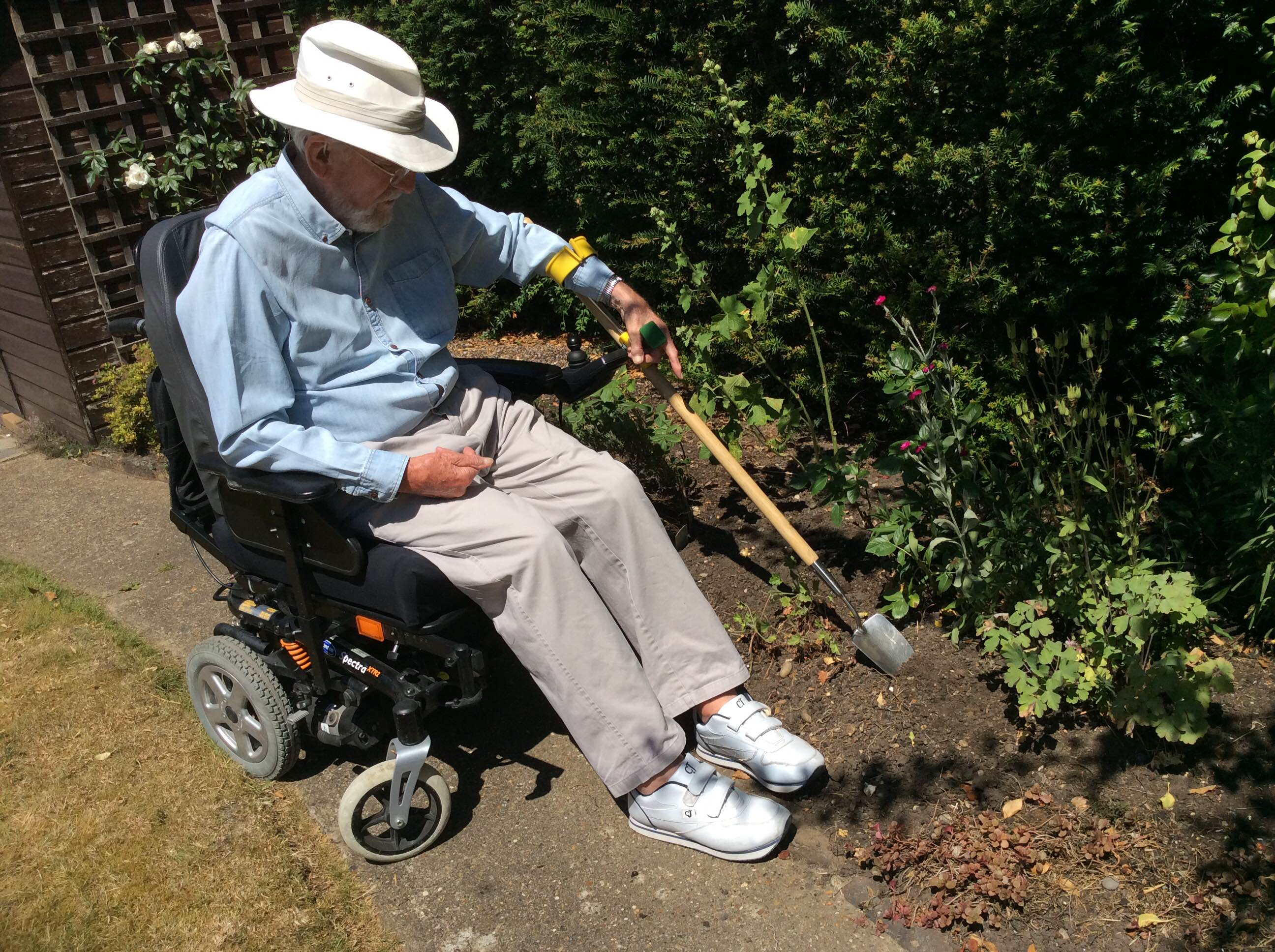 Add On Handles And Arm Support Help John To Garden Again Peta Uk Easi Grip